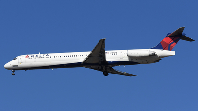 A picture of N967DL - McDonnell Douglas MD88 - [53116] - © DJ Reed - OPShots Photo Team