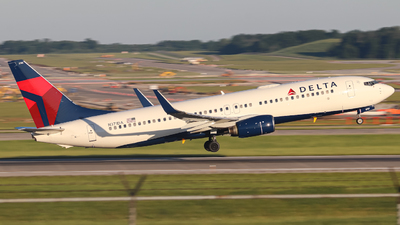 A picture of N371DA - Boeing 737832 - Delta Air Lines - © Kass Betas