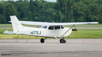 A picture of N17SJ - Cessna 172S Skyhawk SP - [172S8344] - © Yangzao Li
