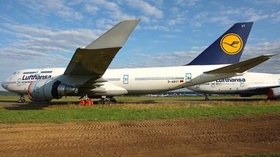 A picture of DABVT - Boeing 747430 - Lufthansa - © Wojtek Kmiecik