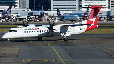 A picture of VHQOI - De Havilland Canada Dash 8400 - QantasLink - © samuelau
