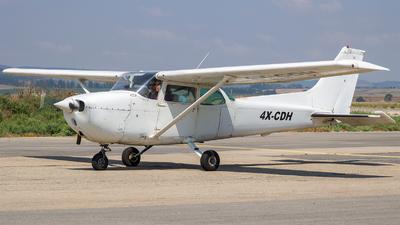 A picture of 4XCDH - Cessna 172N Skyhawk II - [17273996] - © Tony Goldin