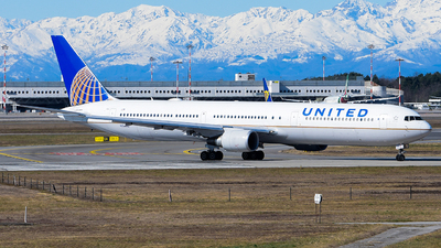 A picture of N76062 - Boeing 767424(ER) - United Airlines - © Luca Cesati