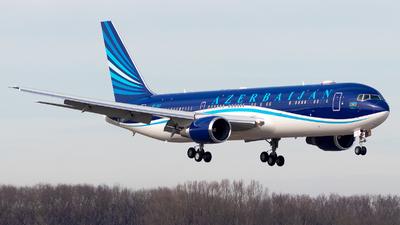 A picture of 4KAI01 - Boeing 76732L(ER) - Azerbaijan Airlines - © Julian Azeroth
