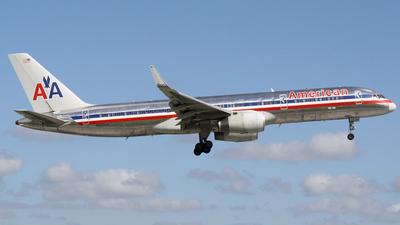 N621AM - Boeing 757-223 - American Airlines