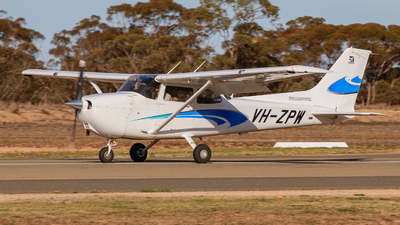 VH-ZPW - Cessna 172S Skyhawk SP - Pearson Aviation