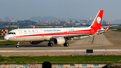 A picture of B8378 - Airbus A321211 - Sichuan Airlines - © libohang