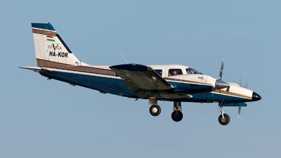 HA-KOR - Piper PA-34-220T Seneca V - Private