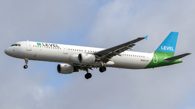 OE-LCF - Airbus A321-211 - Level (Anisec)