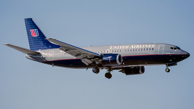 N312UA - Boeing 737-322 - United Airlines