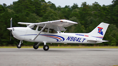 A picture of N964LT - Cessna 172S Skyhawk SP - [172S12034] - © Houstoniahspotter