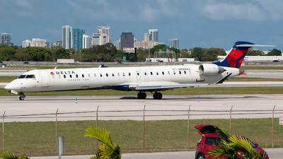 A picture of N928XJ - Mitsubishi CRJ900LR - Delta Air Lines - © Mark Lawrence