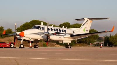 EC-KJQ - Beechcraft B300 King Air 350 - Sociedad Estatal para las Enseñanzas Aeronáuticas (SENASA)