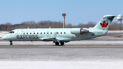 A picture of CGNJA - Mitsubishi CRJ200ER - Air Canada - © Guy Langlois