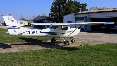 T7-JNA - Cessna 150G - Private Air Taxi