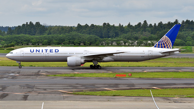 A picture of N2135U - Boeing 777322(ER) - United Airlines - © 42 dono