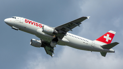 A picture of HBJLR - Airbus A320214 - Swiss - © András Soós