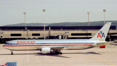 N371AA - Boeing 767-323(ER) - American Airlines