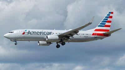 A picture of N983NN - Boeing 737823 - American Airlines - © Marcel Wiecek