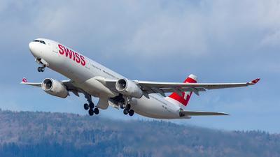 A picture of HBJHG - Airbus A330343 - Swiss - © Roland Brei - RFotomoments