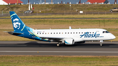A picture of N181SY - Embraer E175LR - Alaska Airlines - © Chris Phan