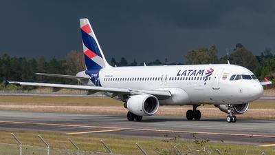 A picture of CCBAR - Airbus A320214 - LATAM Airlines - © Camilo Zuluaga