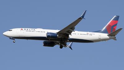 A picture of N831DN - Boeing 737932(ER) - Delta Air Lines - © Art Brett