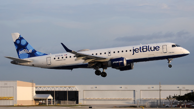 A picture of N323JB - Embraer E190AR - JetBlue Airways - © Alexander Portas