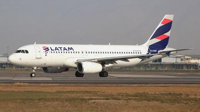 A picture of CCBAE - Airbus A320232 - LATAM Airlines - © Claudio Pérez SpotterPrado