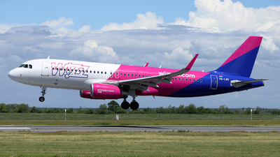 A picture of HALWS - Airbus A320232 - Wizz Air - © Marin Ghe.