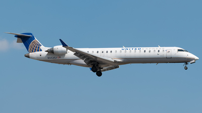 A picture of N552GJ - Mitsubishi CRJ550 - United Airlines - © Charlie Sun
