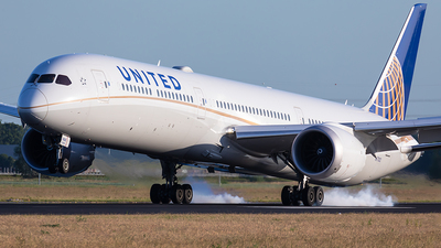 N17002 - Boeing 787-10 Dreamliner - United Airlines