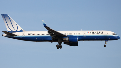 N525UA - Boeing 757-222 - United Airlines