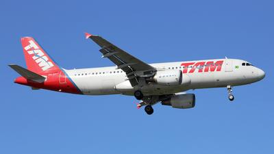 PR-MYT - Airbus A320-214 - TAM Linhas Aéreas