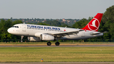 A picture of TCJLT - Airbus A319132 - Turkish Airlines - © Gábor Magyar