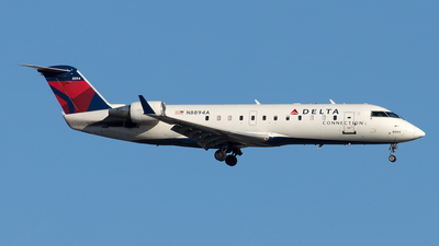 A picture of N8894A - Mitsubishi CRJ200LR - Delta Air Lines - © Yixin Chen