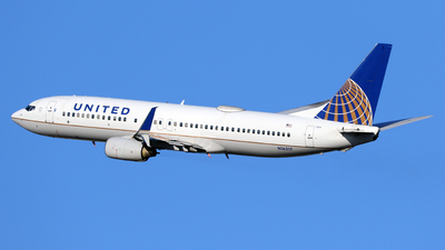 A picture of N16217 - Boeing 737824 - United Airlines - © Len Schwartz