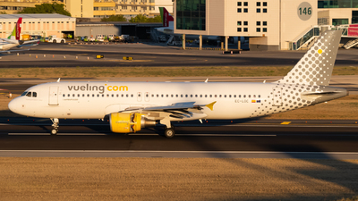 A picture of ECLOC - Airbus A320214 - Vueling - © Lars Kaemena