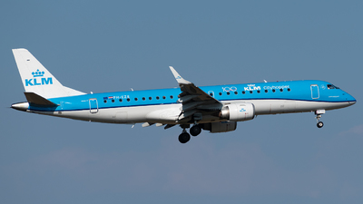 A picture of PHEZE - Embraer E190STD - KLM - © Daniel Veronesi - RomeAviationSpotters