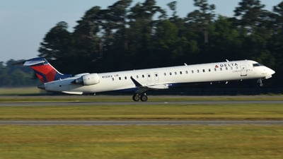 A picture of N135EV - Mitsubishi CRJ900LR - Delta Air Lines - © Jake Oesterreich