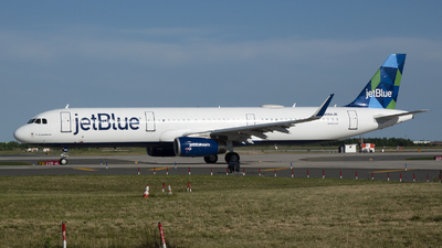 A picture of N984JB - Airbus A321231 - JetBlue Airways - © Jose R. Ortiz