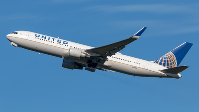 N656UA - Boeing 767-322(ER) - United Airlines