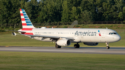 A picture of N561UW - Airbus A321231 - American Airlines - © Yan777