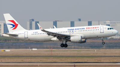 A picture of B8859 - Airbus A320214 - China Eastern Airlines - © H.C.