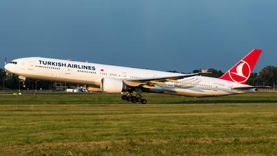 A picture of TCJJU - Boeing 7773F2(ER) - Turkish Airlines - © Wojtek Raczynski