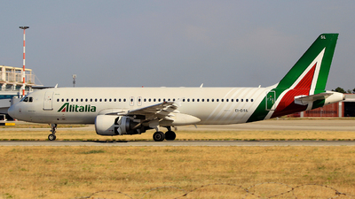 A picture of EIDSL - Airbus A320216 - Alitalia - © Pampillonia Francesco - Plane Spotters Bari