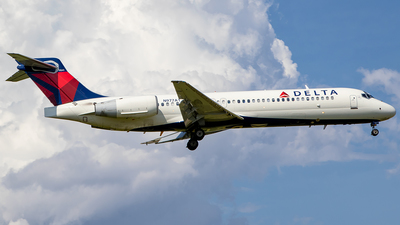 N977AT - Boeing 717-2BD - Delta Air Lines
