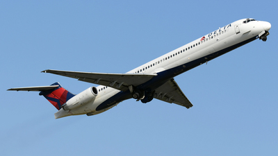 A picture of N917DE - McDonnell Douglas MD88 - [49958] - © DJ Reed - OPShots Photo Team