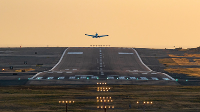 KCRQ - Airport - Runway