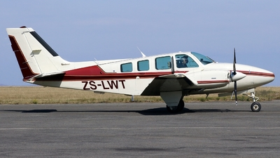 ZS-LWT - Beechcraft 58 Baron - Private